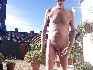 Men (Gay);HD Gays keeping cool outside